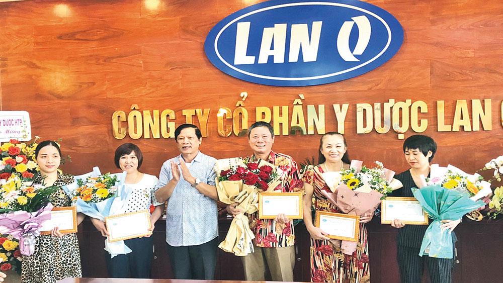 Bệnh viện YHCT LanQ : Đón nhận Kỷ niệm chương và Bằng khen của Hiệp hội Bệnh viện tư nhân Việt Nam